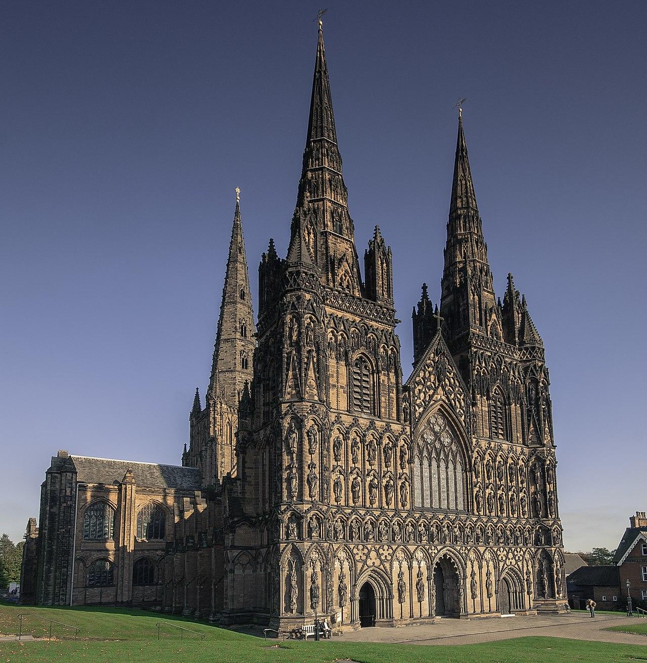 1280px-Lichfield_Cathedral_2010-10-13.jpg