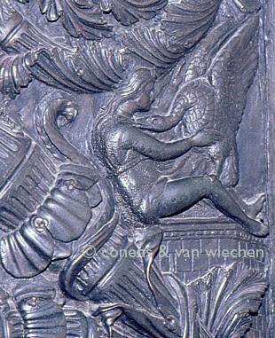 Leda-Filarete-Puertas San Pedro Roma-1433.jpg