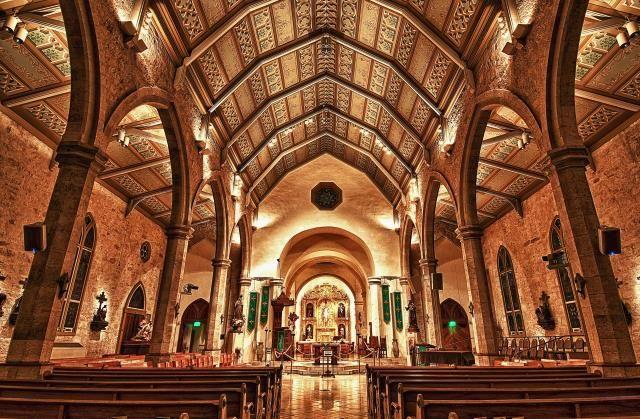San Fernando nave toward alter.jpg